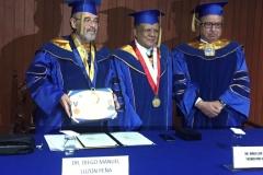 2016-10-13 UIGarcilVega Dr.h.c 11 DLP con titulo, rector e.f., decano FacDer
