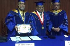 2016-10-13 UIGarcilVega Dr.h.c 10 DLP con titulo, rector e.f., decano FacDer