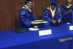 2016-10-13 UIGarcilVega Dr.h.c 5 rector e.f. toma medalla