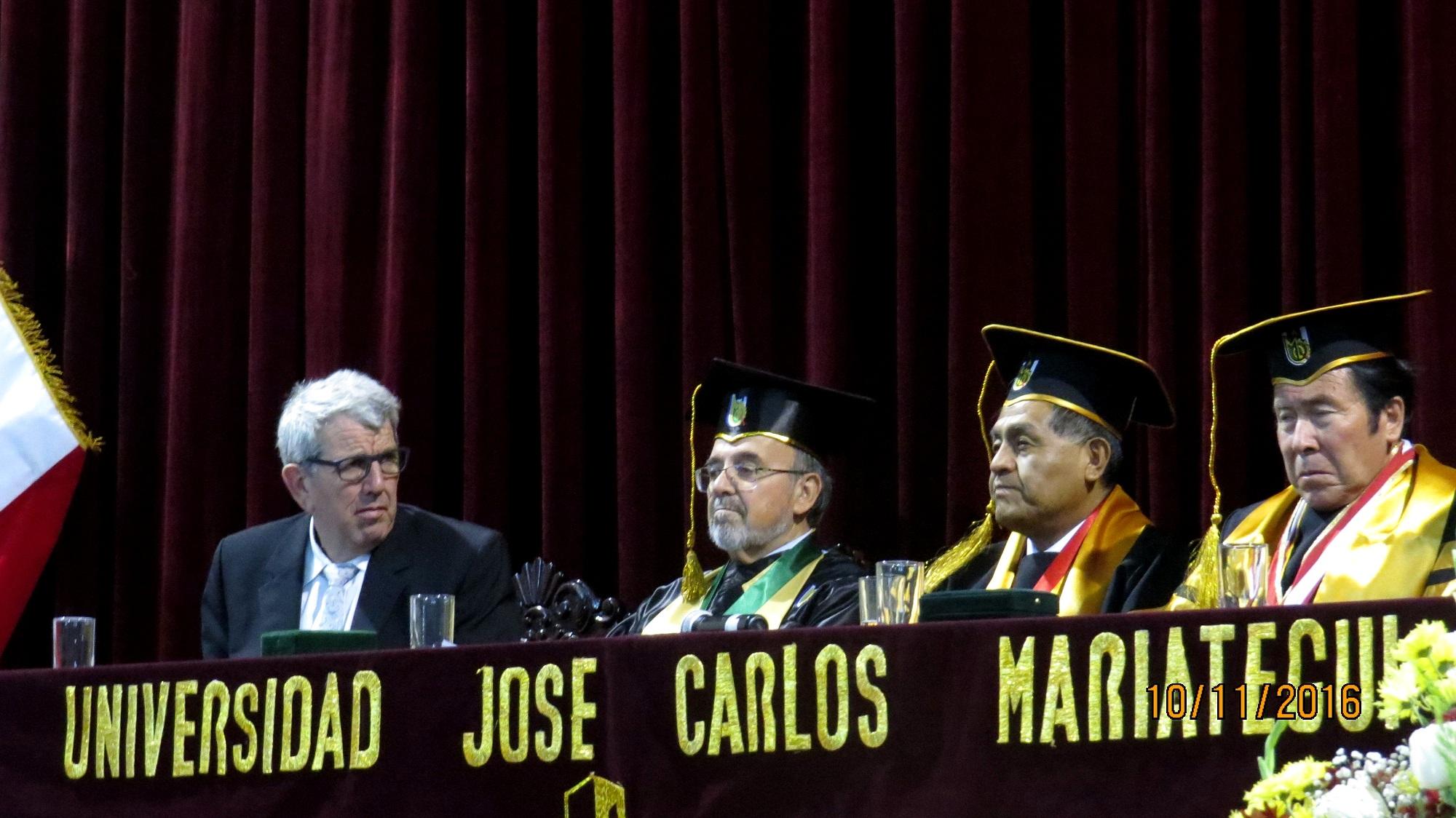11-10-2016. De izq. a dcha., los Profs. Dres. Dres. h.c. de Vicente Remesal, Luzón Peña, el Excmo. Sr. Rector y el Prof. Dr. Ayar Chaparro