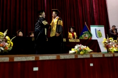 11-10-2016. Entrega del Título de Dr. h.c. al Prof. Dr. Dr. h.c. Luzón Peña por el Excmo. Sr. Rector