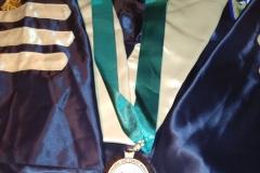 Vestimenta y medalla