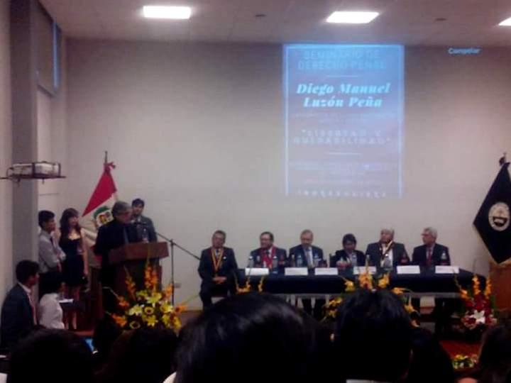 2016-10-10 Univ S. Agustin Arequipa 1 lectura resol nombram Dr.h.c. a D Luzon