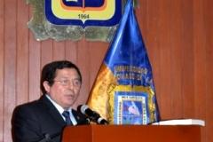 El Prof. Dr. Palomino Manchego durante su discurso.