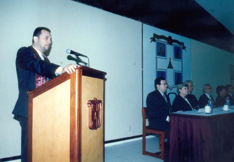 30. UCA Nicaragua, 18 nov. 2004: Investidura Prof. Luzón como Dr. h. c. Laudatio por el padrino Prof. Aráuz Ulloa.