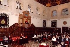 10. Paraninfo de la UA: El Prof. Mir pronuncia desde la cátedra su discurso de investidura  y contestación a la laudatio