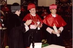 05. Paraninfo de la UA: Entregado por el Rector el título de Dr. h.c. al Prof. Mir ante el padrino Prof. Luzón.