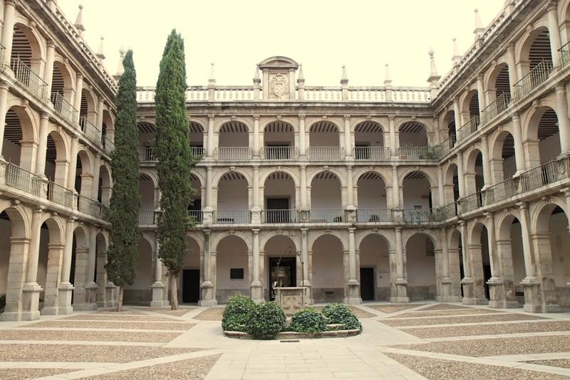 Patio del Colegio de San Ildefonso, sede del Rectorado de la Universidad de Alcalá.