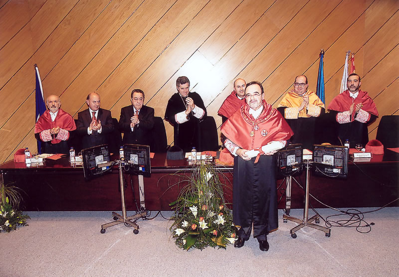 70. Investidura del Prof. Luzón como Prof. Honorario de la Facultad de Derecho de Orense, Univ. Vigo, 20 enero 2006. Saludo del galardonado Prof. Luzón.