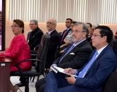 15-7-2016. De izq. a dcha.: la Dra. Rizo Pereira durante la defensa de su tesis doctoral, el Excmo. Sr. Idiáquez, Rector Magnífico de la UCA, el Excmo. Sr. Dr. Aguilar, Vicepresidente de la Corte Suprema de Justicia, el Prof. Dr. Dr. h.c. mult. Luzón Peña y el Prof. Dr. Vega Gutiérrez