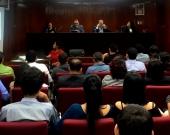 7-7-2016. El Prof. Dr. Dr. h.c. mult. Luzón Peña durante su conferencia en la Maestría de Derecho de la Empresa de la Univ. Centroamericana de Nicaragua (UCA), Le acompañan, entre otros, la Prof. Dra. M. Asunción Moreno Castillo y el Prof. Dr. Manuel Aráuz Ulloa.