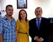 12-7-2016. El Prof. Dr. Dr. h.c. mult. Luzón Peña acompañado de la Prof. Dra. Moreno Castillo y de un alumno de pregrado.