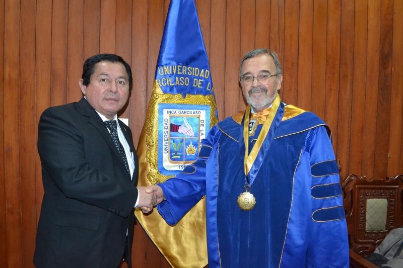 2016-10-13. El Prof. Dr. Dr. h.c. mult. Luzón Peña con el Prof. Dr. J. Palomino Manchego, Catedrático de Derecho Público