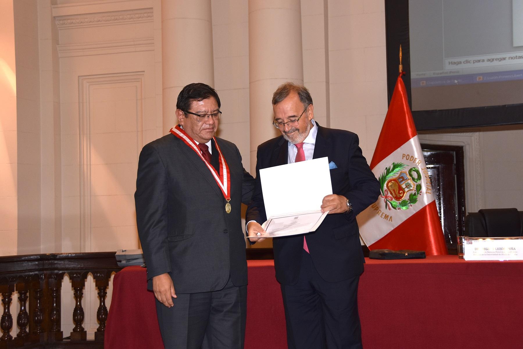 2016-10-6 CSJ Peru44, JuezSupr JorgeL Salas - DL 2305
