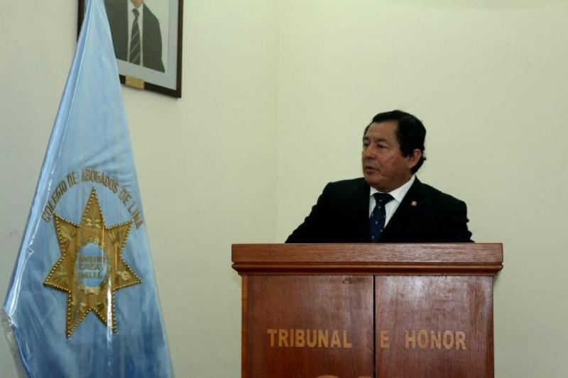 31-08-2016. El Prof. Dr. Palomino durante la ceremonia de nombramiento del Prof. Dr. Dr. h.c. mult. Díaz y García Conlledo como Miembro Honorífico del Colegio de Abogados de Lima.