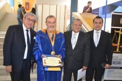 2016-10-13 el Prof. Dr. Dr. h.c. mult. Luzón Peña acompañado, de izq. a dcha., del Decano de la Facultad de Derecho, del Vicerrector de la Universidad y del Secretario General