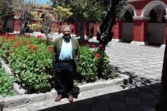El Prof. Dr. Dr. h.c. mult. Luzón Peña en el antiguo convento o monasterio de Santa Catalina de Siena, Arequipa