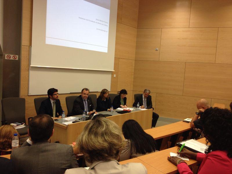 130. Conferencia del Prof. Dr. Luzón Peña en la Facultad de Derecho de la Univ. de Lisboa (27-6-2014). A su dcha., la Prof. Dra. da Palma Pereira