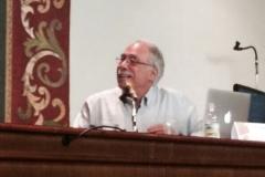 El Prof. Cela Conde durante su ponencia