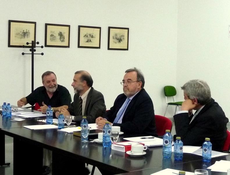 De izq. a dcha., los Profs. Dres. Gracia Martín (ponente), Díaz y García Conlledo (moderador), Luzón Peña y de Vicente Remesal.