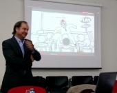 El Prof. Dr. Portilla Contreras durante su ponencia.