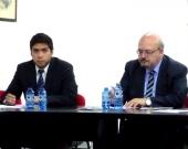 D. Alfredo Alpaca Pérez (izq.) durante su ponencia, actuando de moderador el Prof. Dr. Peñaranda Ramos (dcha.)
