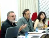 De izq. a dcha., los Profs. Dres. Gracia Martín, Boldova Pasamar y Rueda Martín discuten sobre la ponencia de D. Alfredo Alpaca Pérez.